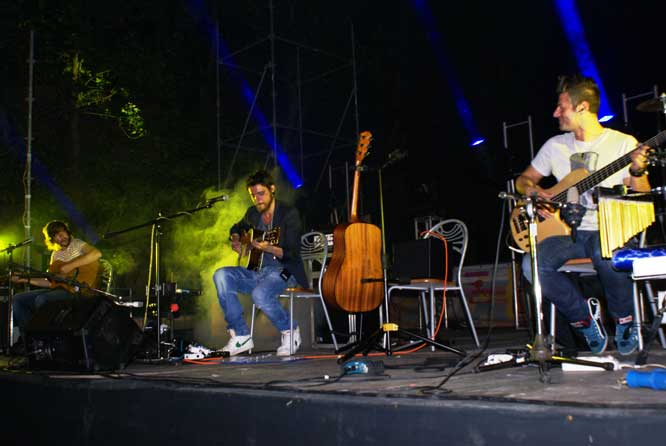 Sonohra Acoustic Trio, Cascina